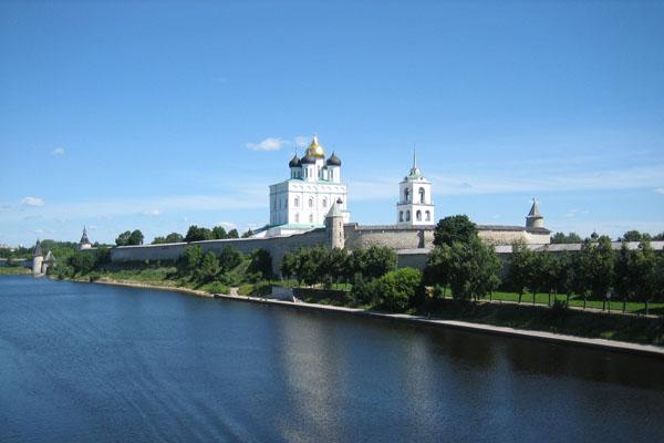http://archi.1001chudo.ru/pic/full/Troizkiy_cathedral_(Pskov).jpg